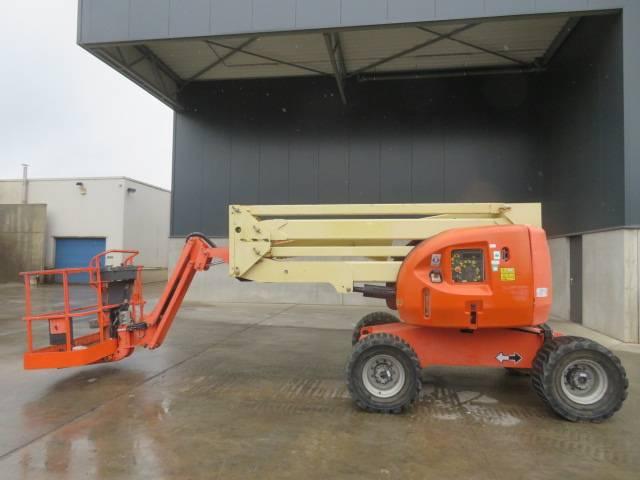 JLG 450 AJ, Knikarmhoogwerkers, Bouw
