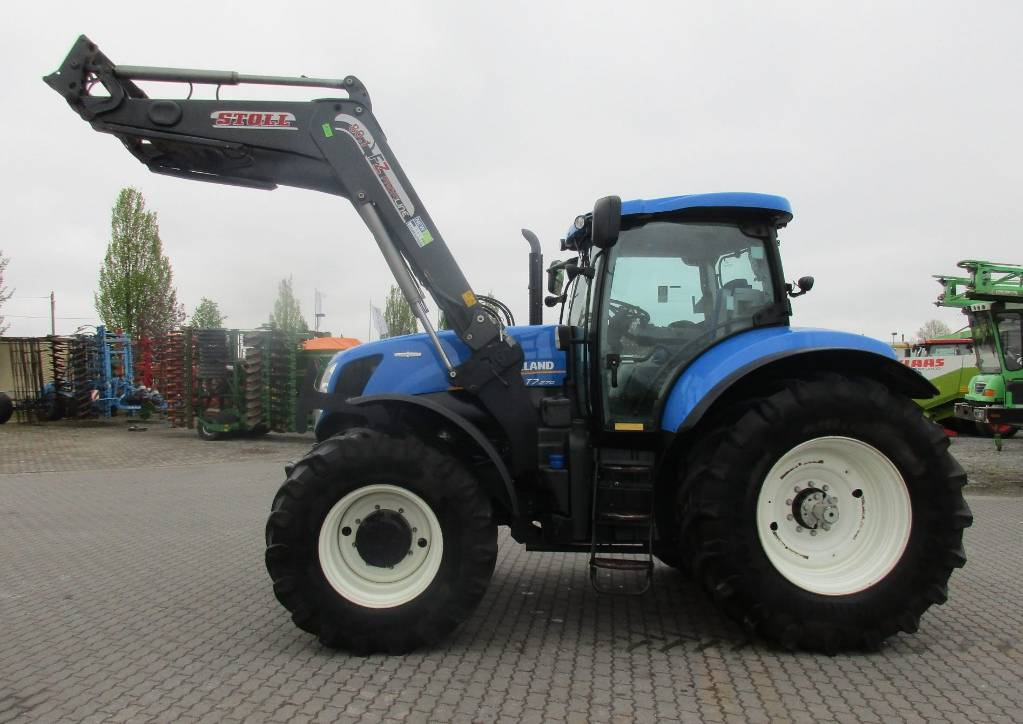 New Holland T7.270 AC Stoll FZ 80.1