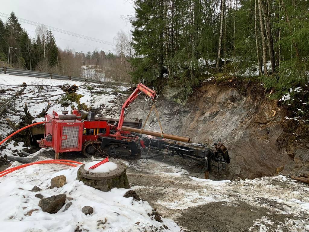 Nemek 814 TS, Borrutrustning för vattenborrning, Entreprenad