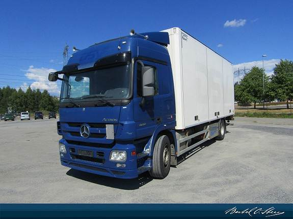 Mercedes-Benz 1832L/57 4X2M, Skapbiler, Transport