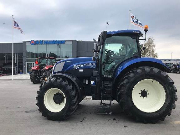 New Holland T7 210