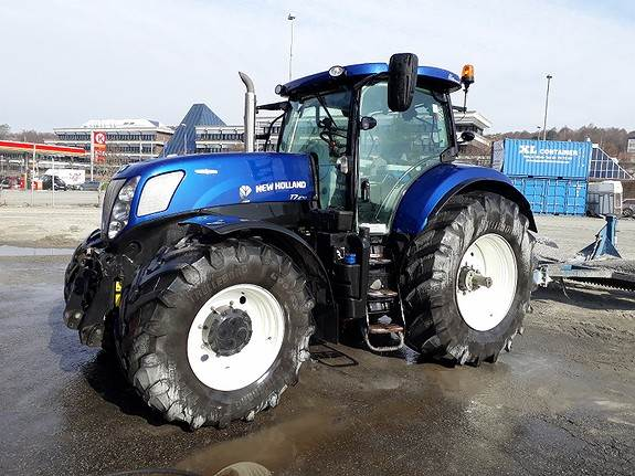 New Holland T7 270AC