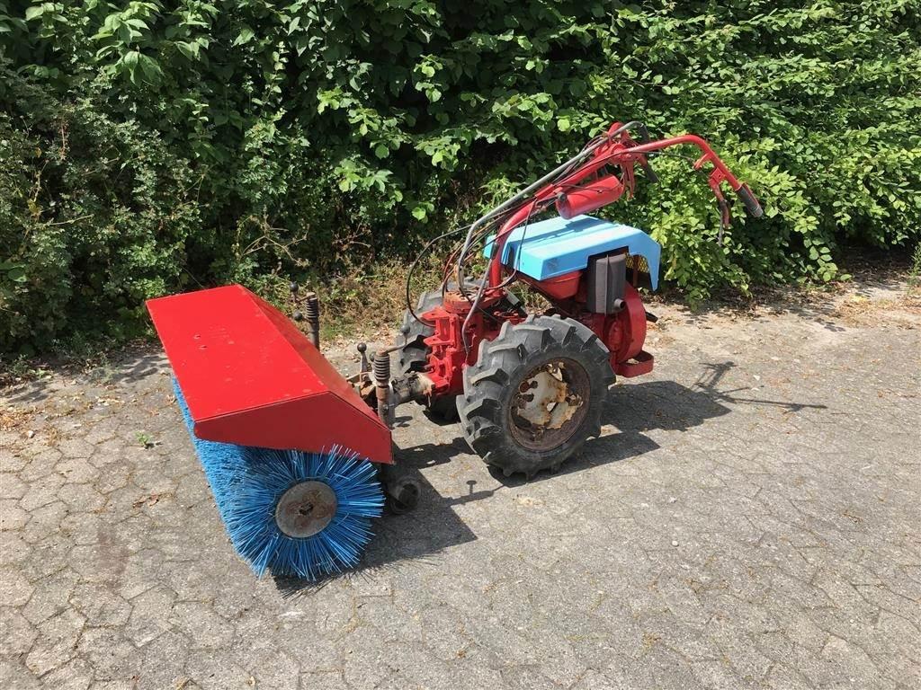 Nibbi 700 med kost og sneslynge, Kompakte traktorer, Have & Park