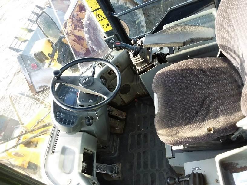 Komatsu WA320, Læssemaskiner på hjul, Entreprenør