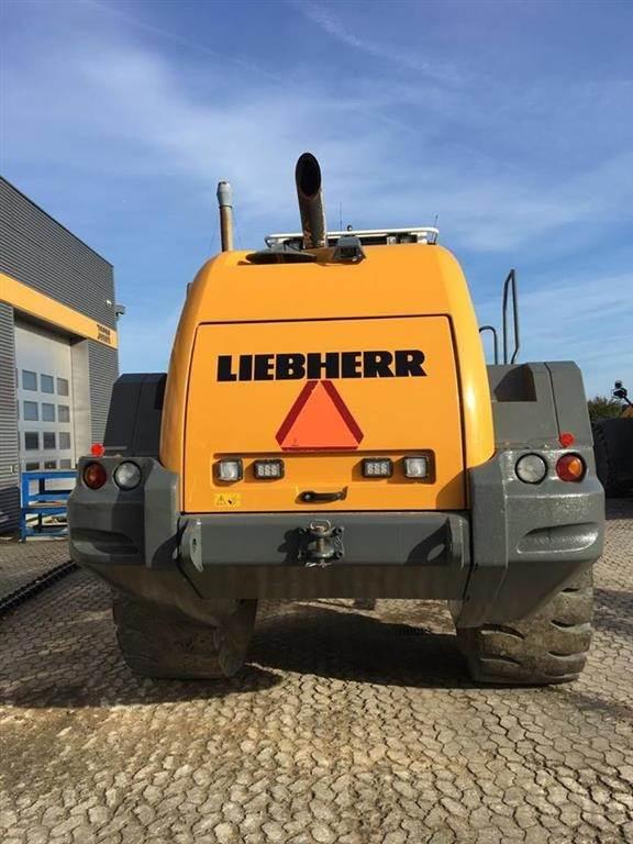Liebherr L586, Læssemaskiner på hjul, Entreprenør