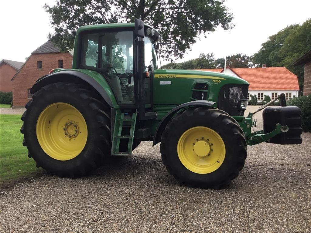John Deere 7530 Auto Quard næsten som en ny traktor