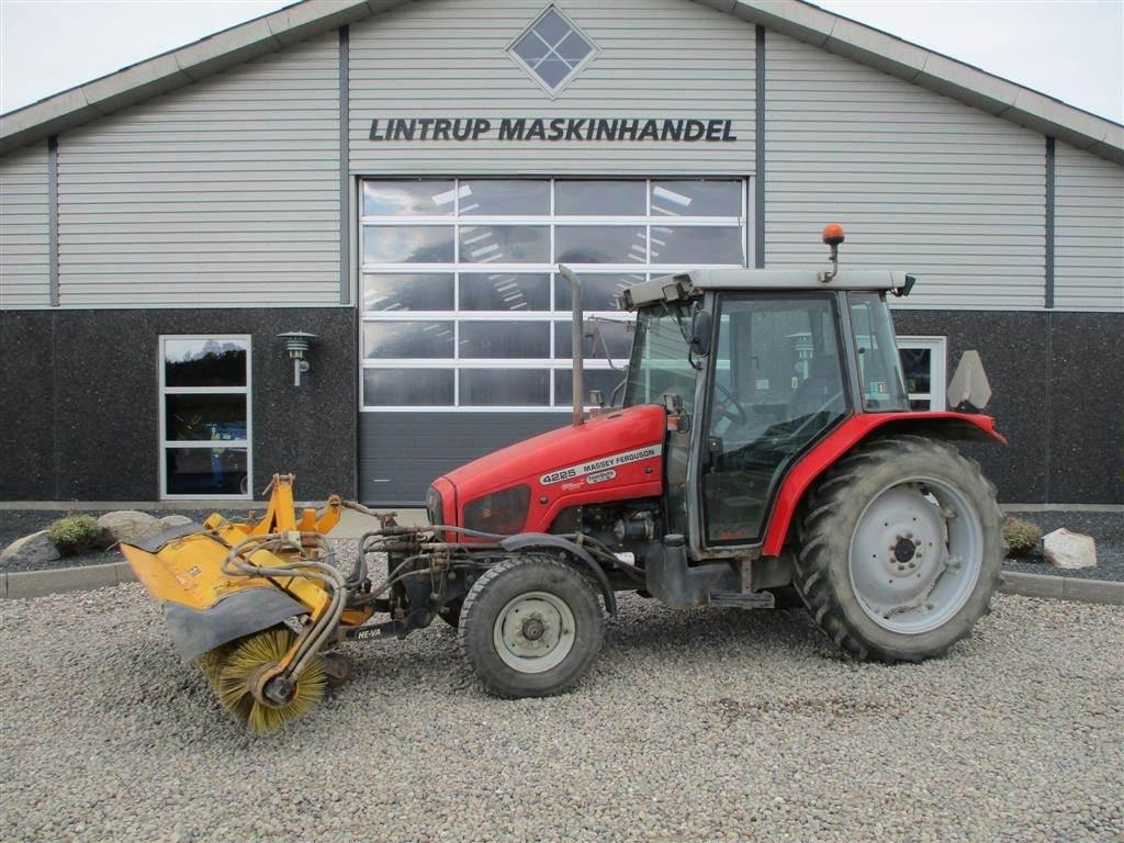 Massey Ferguson 4225 Med frontlift og kost, Traktorer, Landbrug