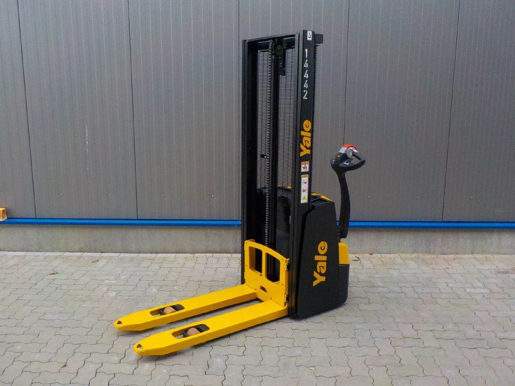 Yale MS10E, Pedestrian stacker, Material Handling