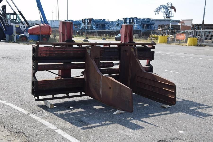 Auramo P-1000LS, Bale clamps, Material Handling