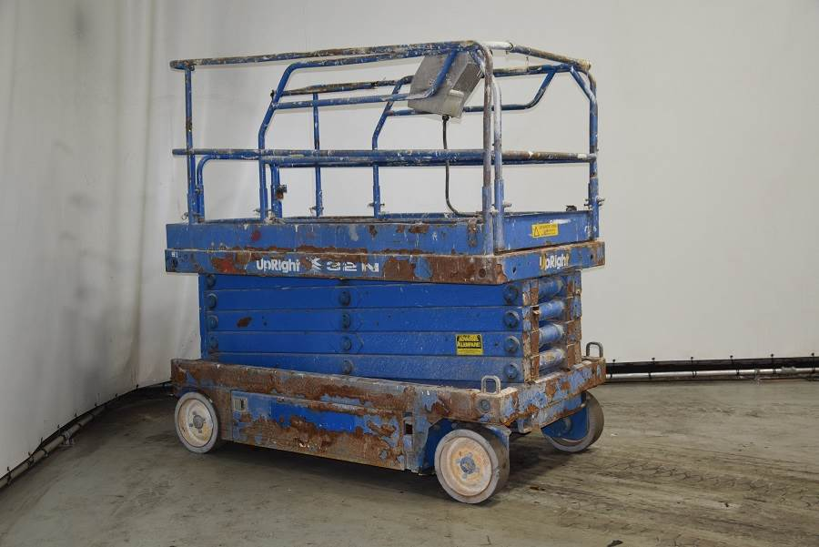 UpRight X32, Scissor lifts, Construction
