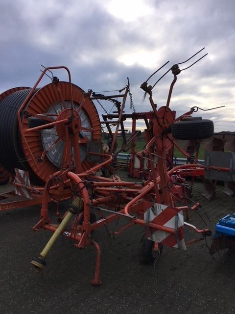 Fella TH400 hydro, Harkkeerders en schudders, Landbouw