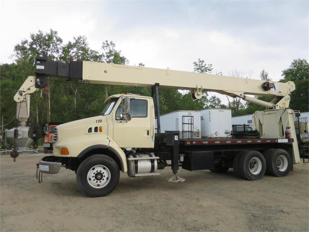 National 900A, Boom Trucks, Trucks and Trailers