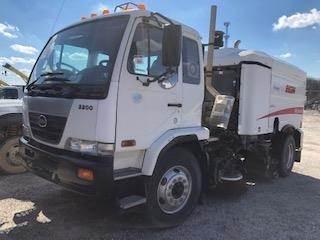 UD 3300, Sweeper trucks, Trucks and Trailers