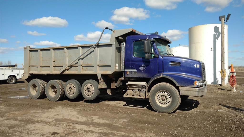 Volvo VHD64B200, Dump Trucks, Trucks and Trailers