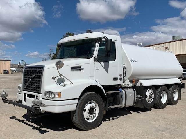 Volvo VHD84B300, Tank Trucks, Trucks and Trailers
