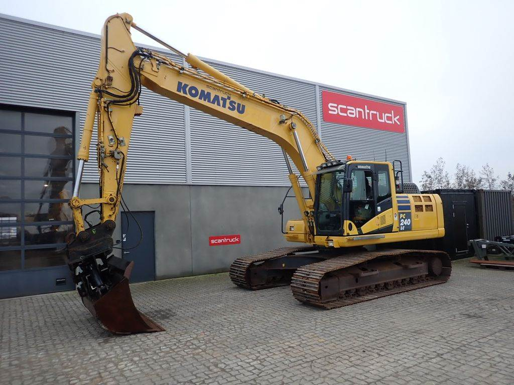 Komatsu PC240LC-10, Crawler excavators, Construction