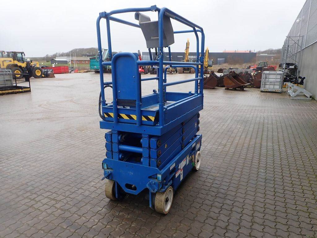 UpRight MX19, Scissor Lifts, Construction Equipment