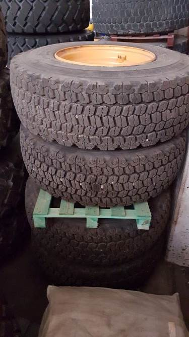 Bridgestone Kompletta hjul, Tires, wheels and rims, Construction Equipment