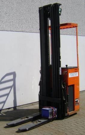 Rocla TTS 12, Selvkørende stablere, Trucks