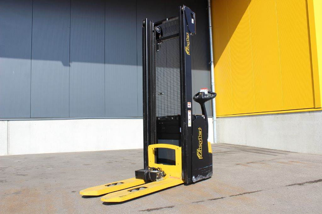 Yale MS10AC, Pedestrian stacker, Material Handling