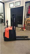 BT SPE 125 L, 2011, Pedestrian stacker