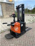 BT SPE 125, Pedestrian stacker