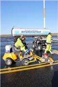 Tappijyrsin asfalttihalkeamille Stiga istuttava, 2012, Kleine asfalteermachines