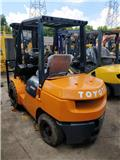 Toyota 2015 hot sale 3 tons forklift, 2015, Telescopic handlers