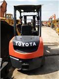 Toyota 02-7 FD 35、2011、柴油卡車