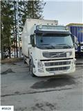 Volvo FM w / Full side opening and lift, 2011, Camiones con caja de remolque