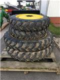 Kleber 270/95R48 + 230/95R32, Wheels