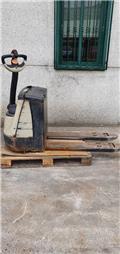 Crown WP 2320, 2003, Wózki widłowe unoszące