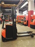 BT SWE 200 D، 2013، معدات التكديس الجوالة