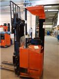 BT SSE 135 L, 2013, Self Propelled Stackers