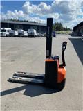 BT SWE 080 L، 2013، معدات التكديس الجوالة