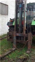 Byggelift 3.3m 4 ton، الجرارات