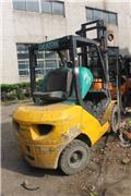 Komatsu 3ton, 2015, Diesel na mga trak