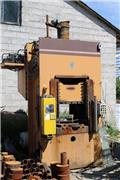 Universal Hydraulic Press 250 ton high-speed gauntry, column, Sklízecí řezačka