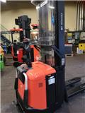 BT SPE 125 L, 2010, Pedestrian stacker