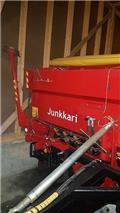 Junkkari 3000, 2010, Mineral spreaders