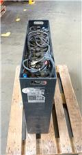 Gruma 24 V 3 PzS 465 Ah, 2015, Other attachments and components