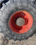 CLAAS Xerion 3300 Trac، الإطارات والعجلات والحافات
