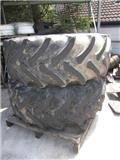 Firestone 650/75R32 u. 530-610/21,3-24, Reifen
