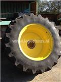 John Deere 1060, Tires, wheels and rims