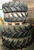 John Deere 8520, 2014, Tires, wheels and rims