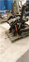 Omavalmiste Steelwrist x 18, 2010, Egyéb alkatrészek