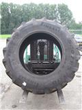 Pirelli 520/85x38, Wielen en Banden