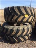 Goodyear DT830, Däck, hjul och fälgar