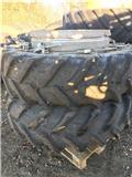 Schaad 18.4 x38 Med Pirelli dæk., Dual Wheels
