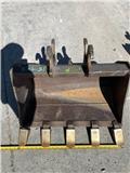John Deere G, 2000, Buckets
